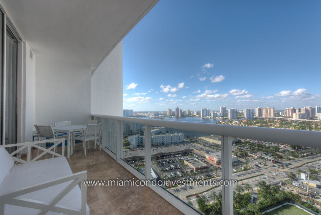 second balcony with views of Intracoastal waterway