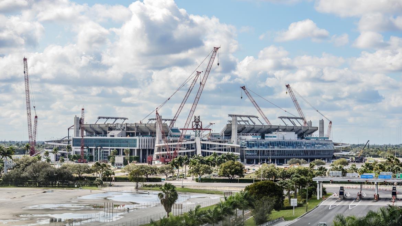 020216-StadiumConstruction-pm400