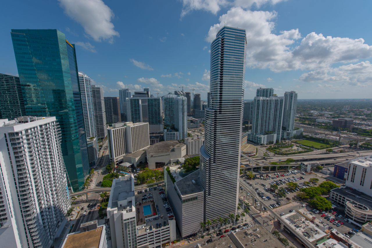 miami-tower-downtown-miami.jpg