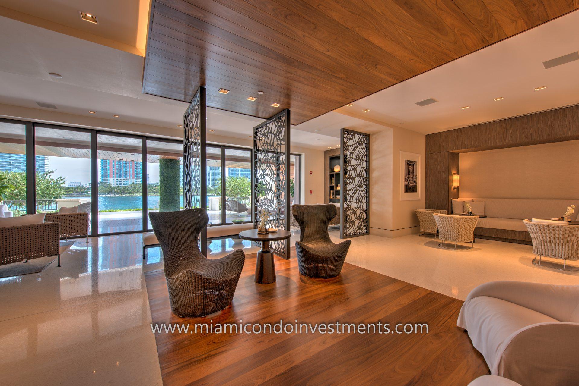Indoor-outdoor residential lounge.