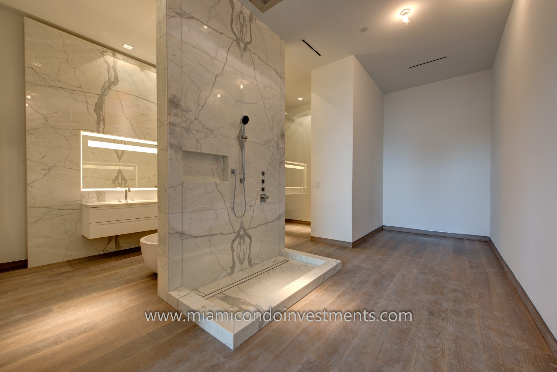 Palazzo Del Sol PH1 master bathroom