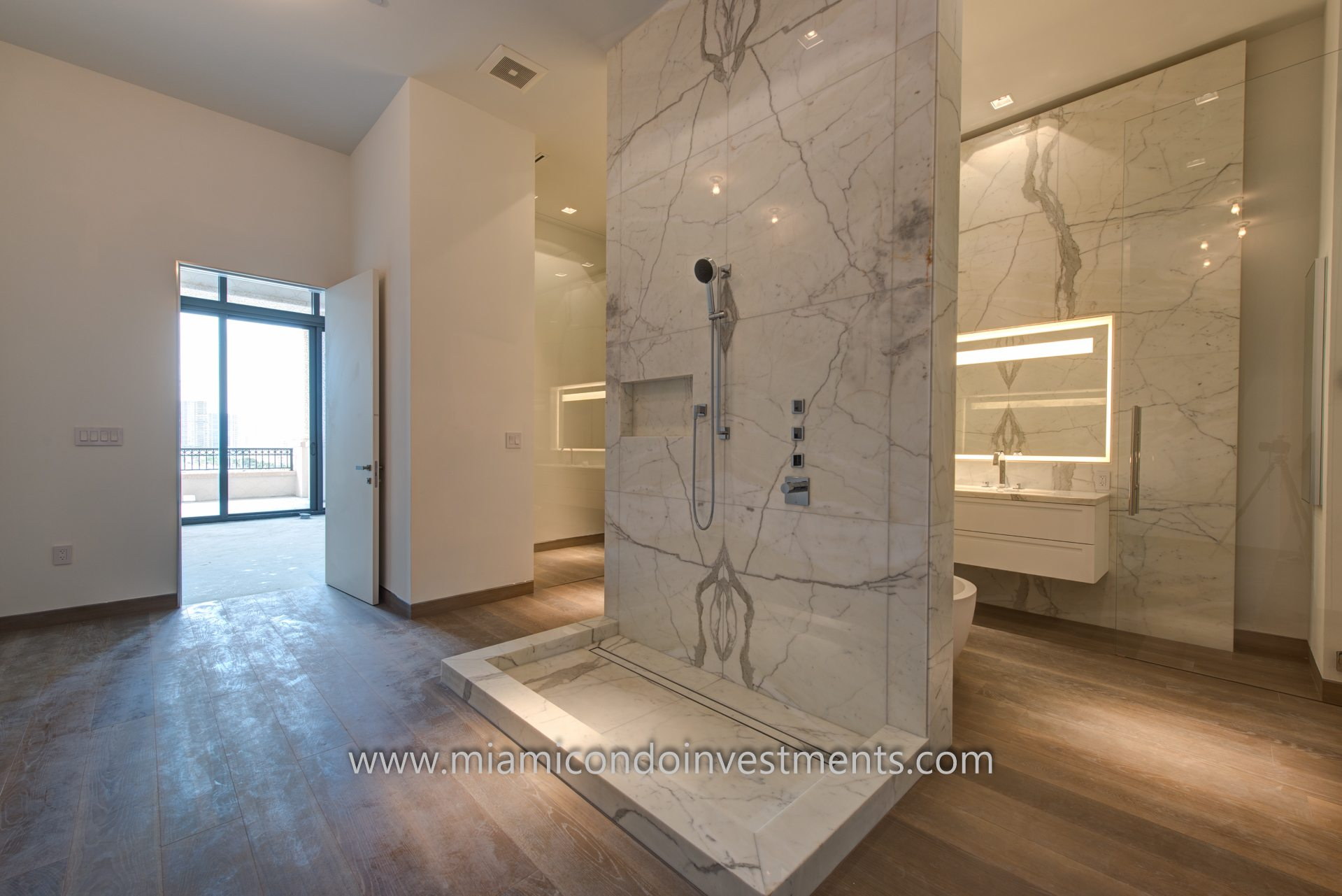 Palazzo Del Sol PH1 master bath
