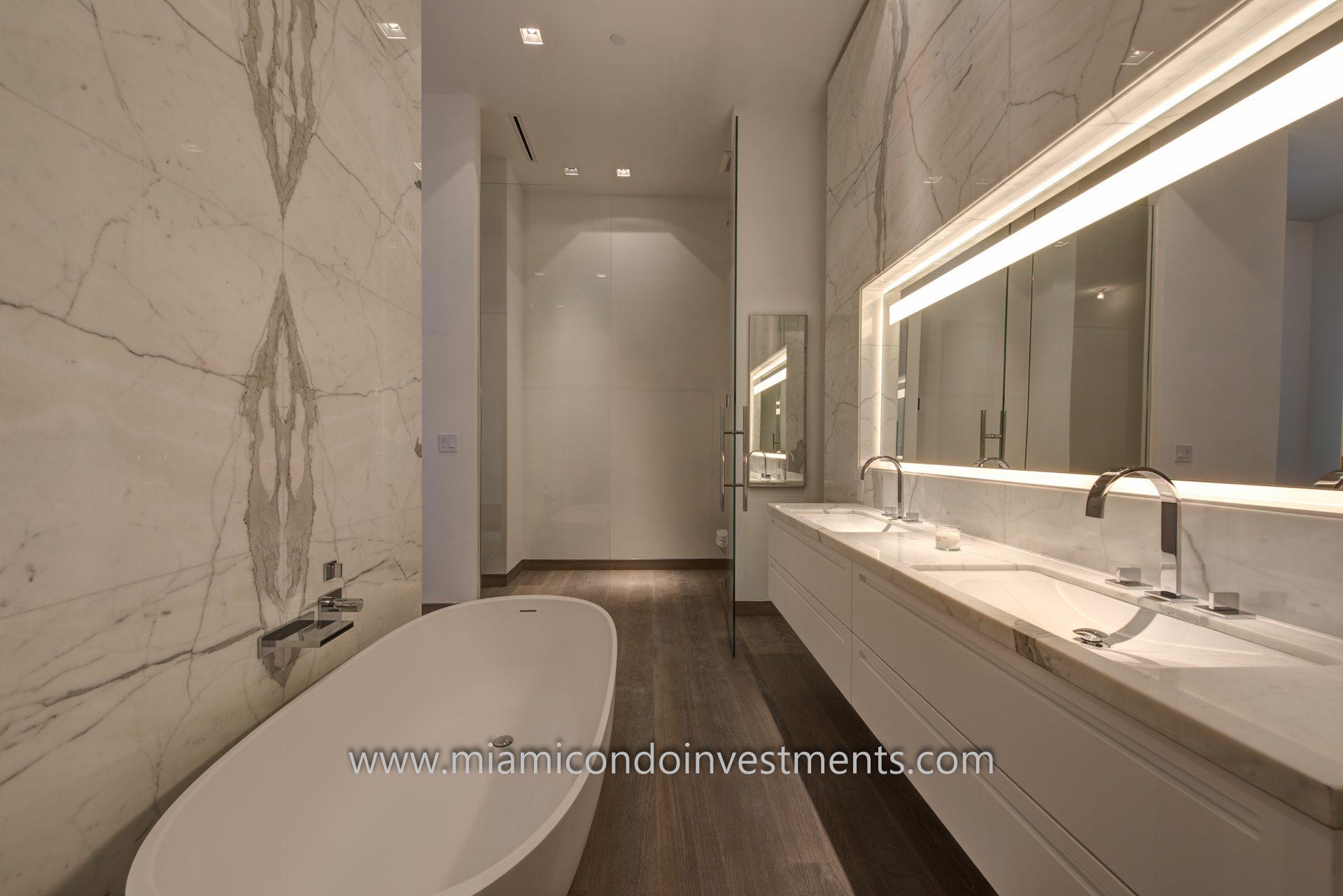 master bathroom at Palazzo Del Sol