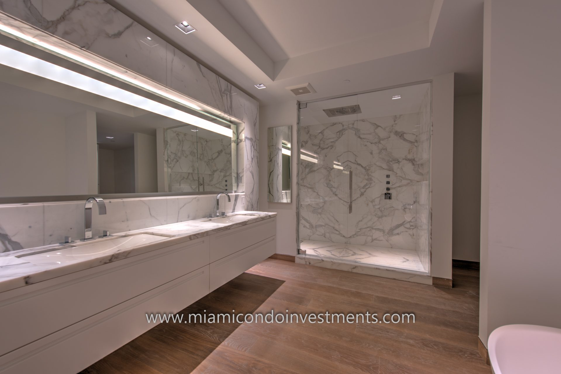 Master Bathroom for Residence 7085 at Palazzo Del Sol
