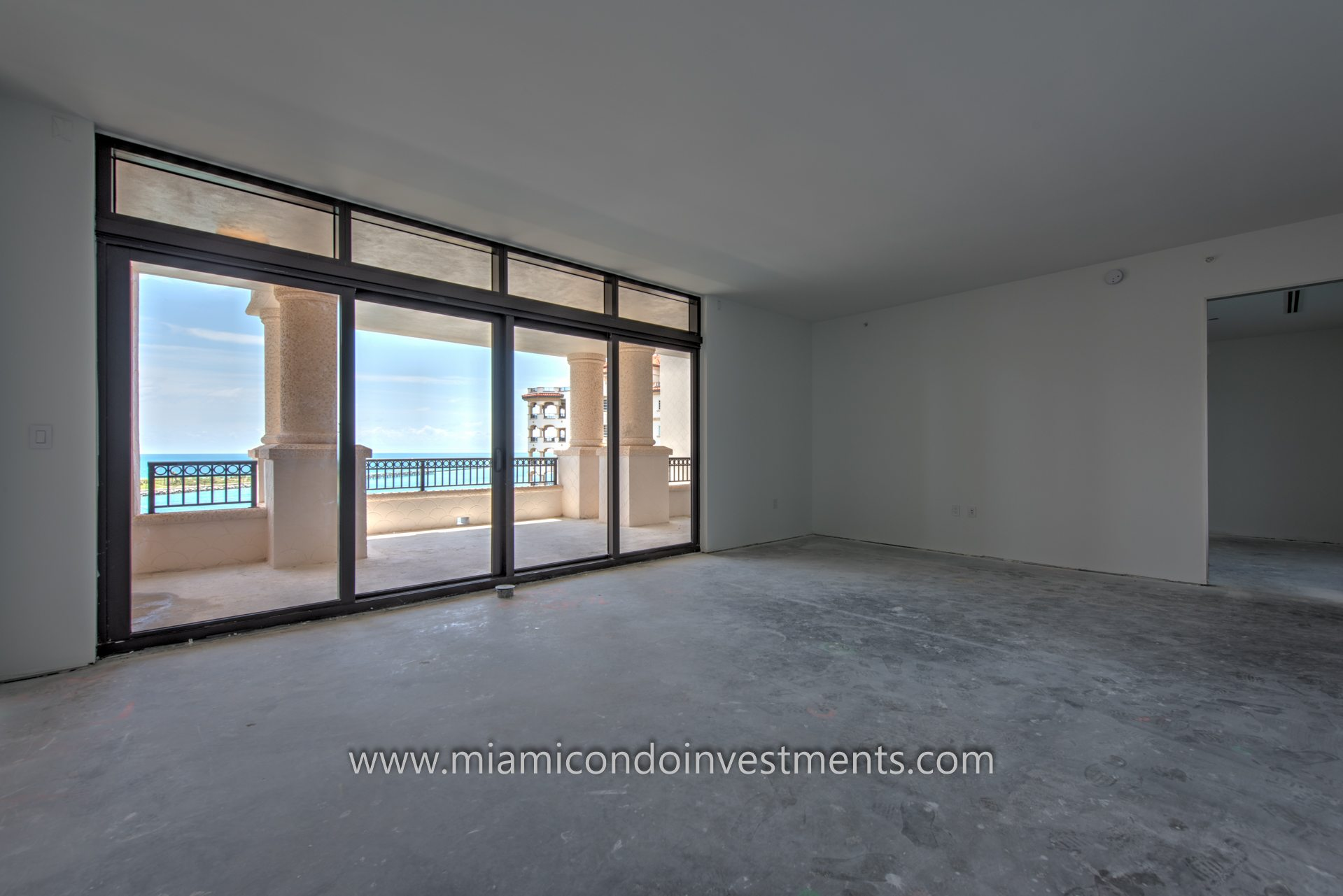 master bedroom of residence 7085 at Palazzo Del Sol