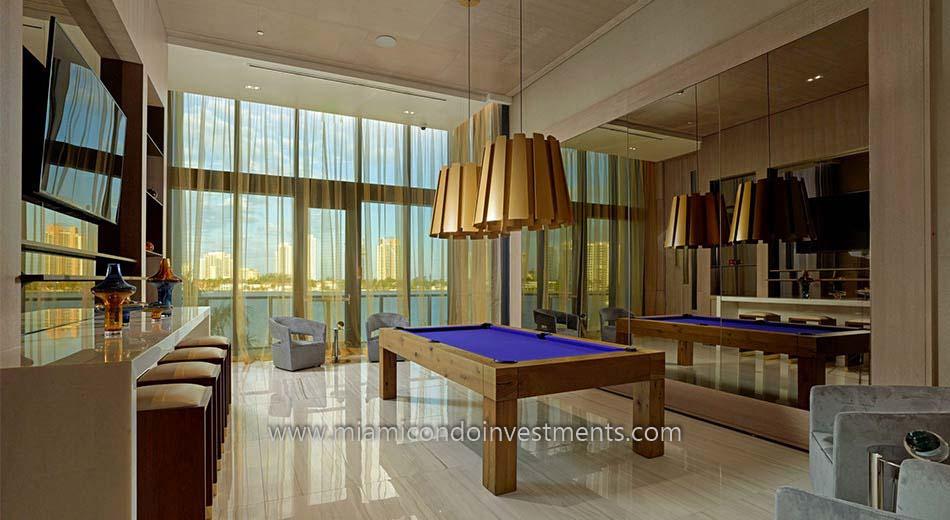 Prive billiards room