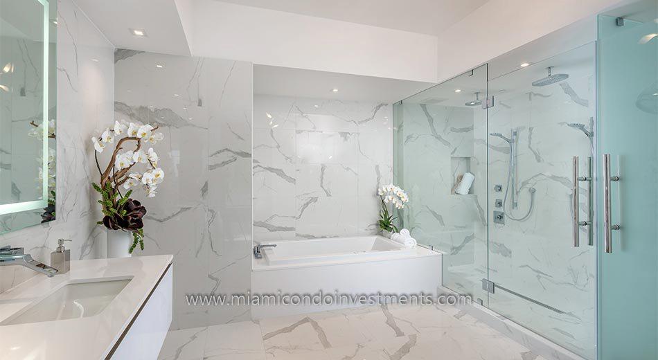 Prive master bathroom