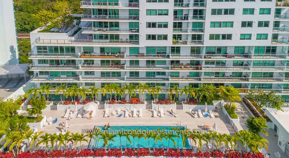 Le Parc at Brickell pool deck