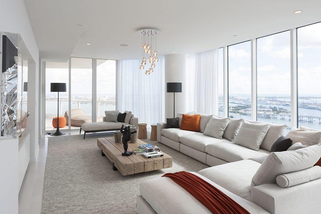 Paramount Bay PH4302 living room 01