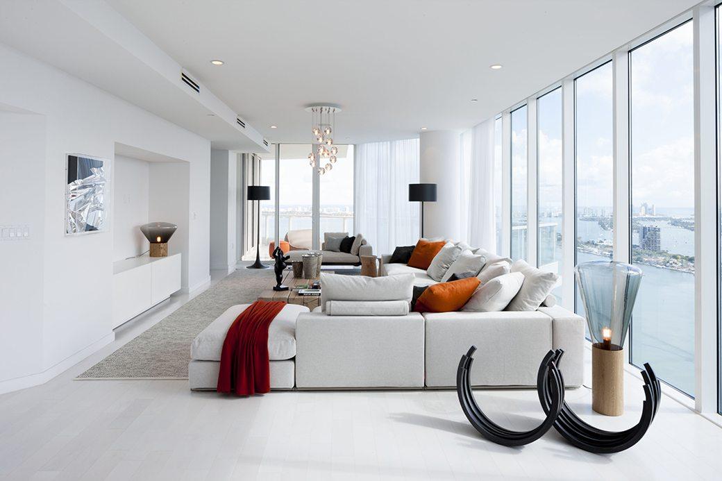 Paramount Bay PH4302 living room 02