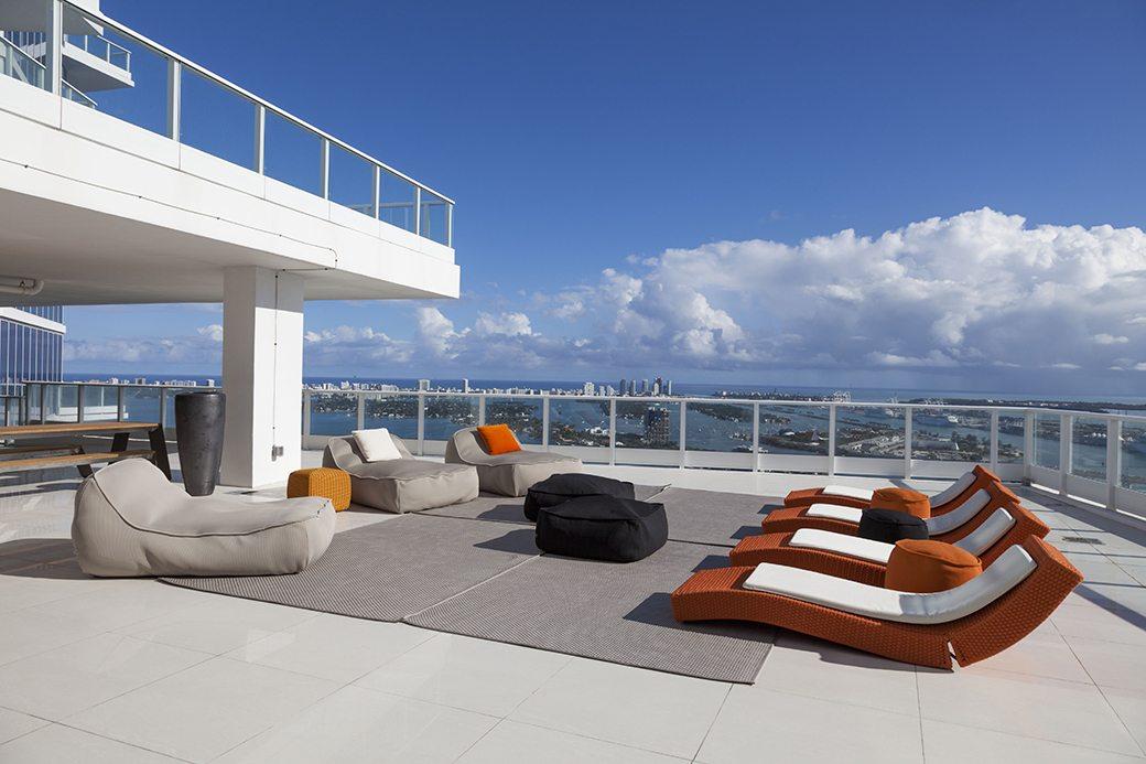 Paramount Bay PH4302 terrace 03