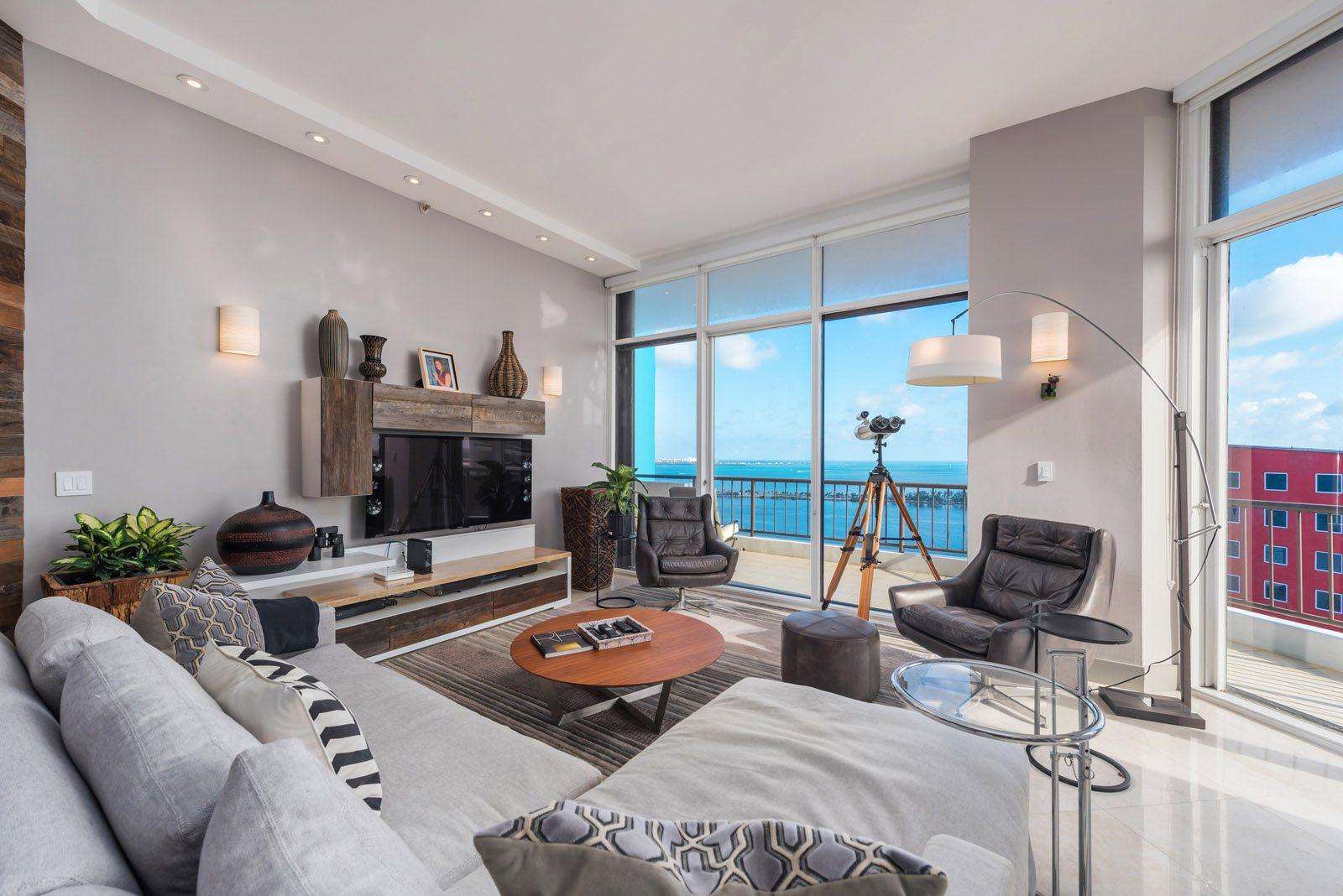 Villa Regina lower penthouse condo