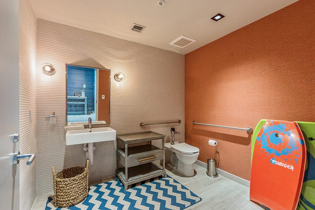Biscayne Beach Amenities Bathroom