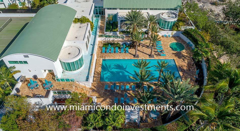 Peninsula 1 pool deck