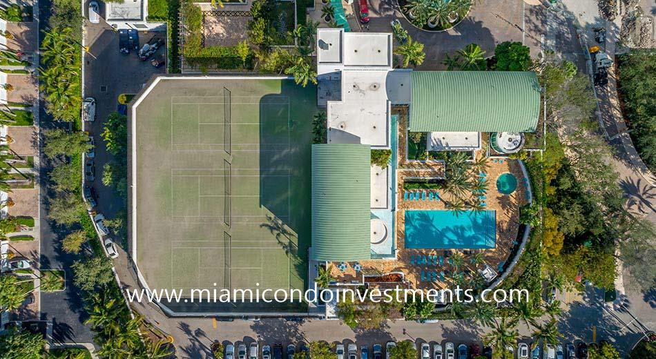 Peninsula 1 tennis court and pool
