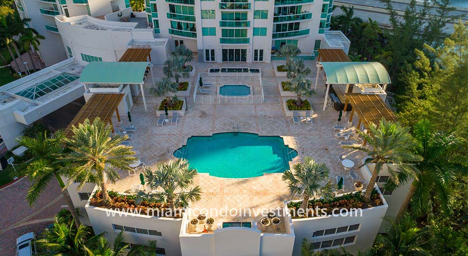 the parc at turnberry isles pool deck