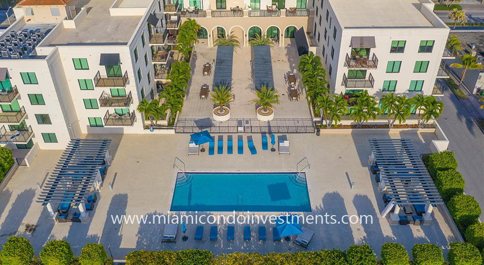 1300 Ponce pool deck