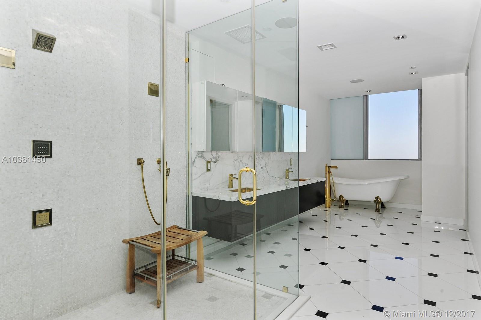Marquis Residences master bathroom