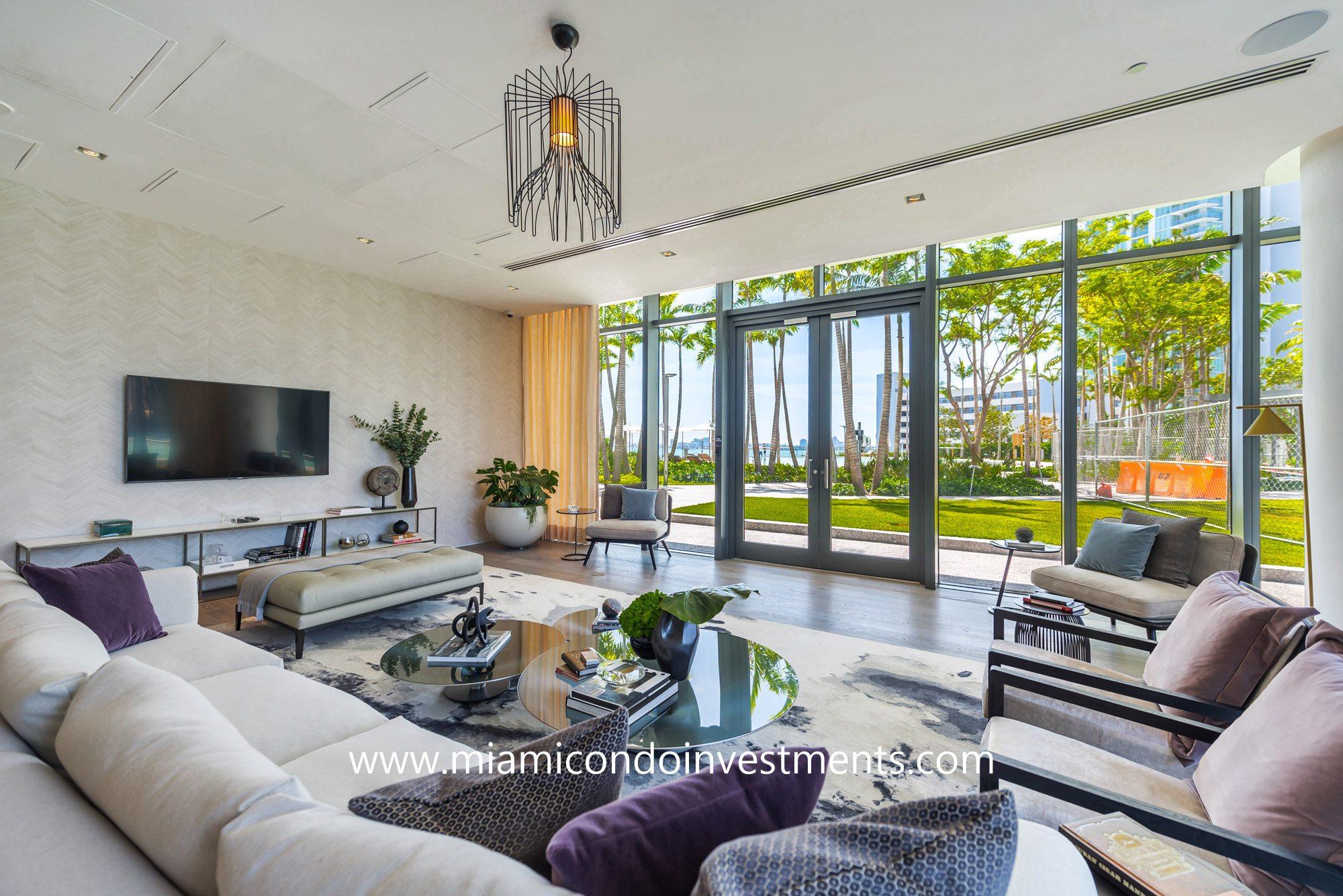 Paraiso Bay lounge area