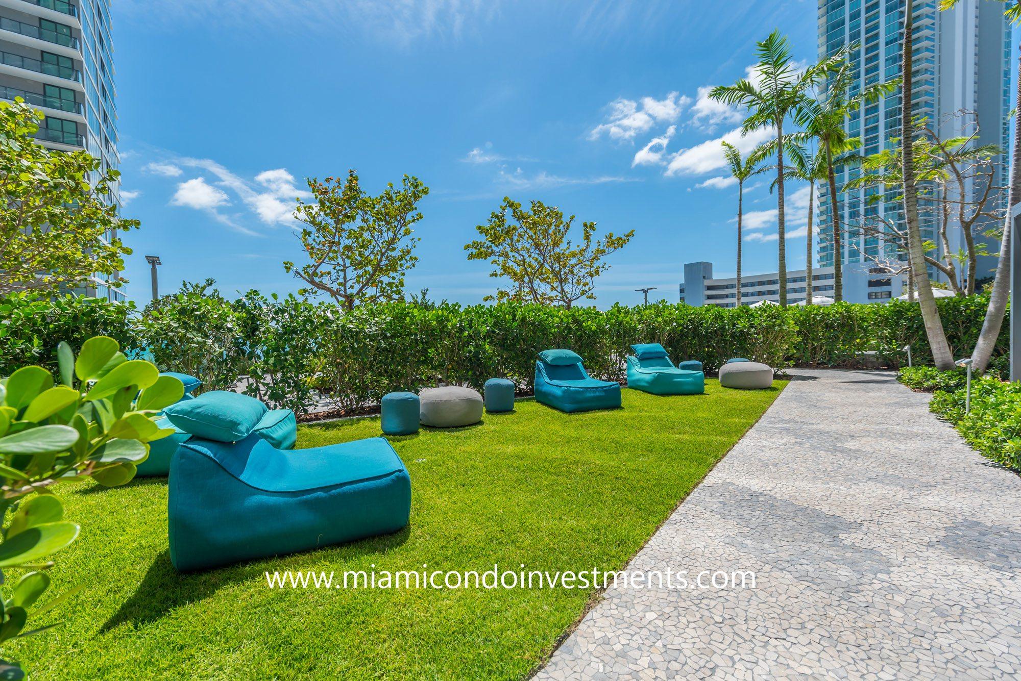 Paraiso Bay outdoor lounge area