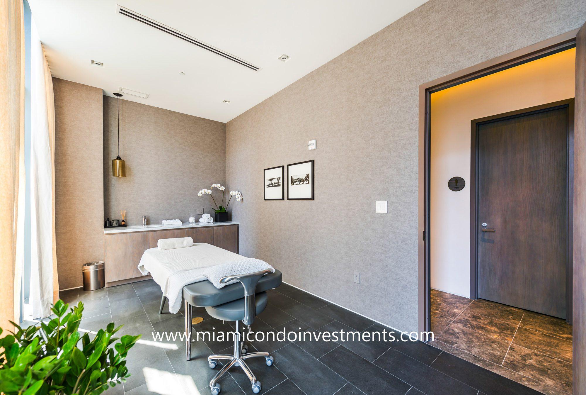 Paraiso Bay spa treatment room