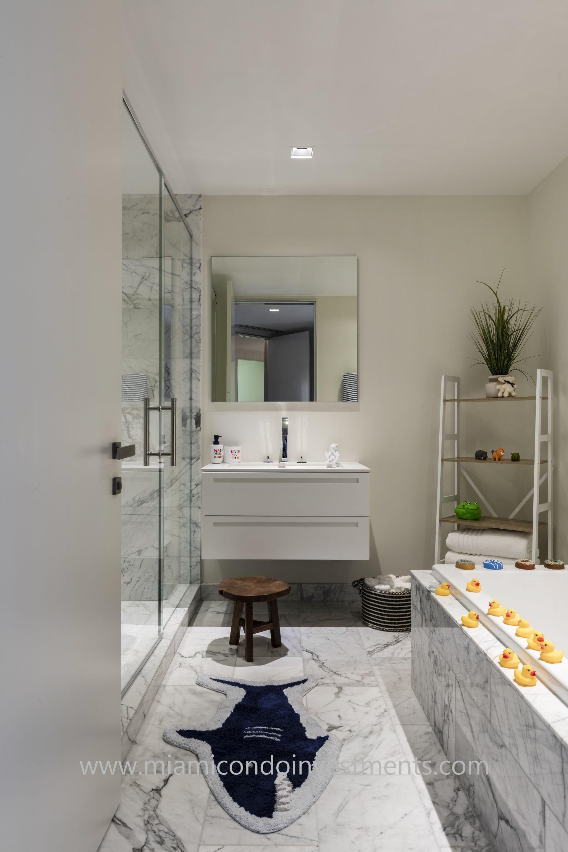 kids bathroom designed by Antrobus+Ramirez