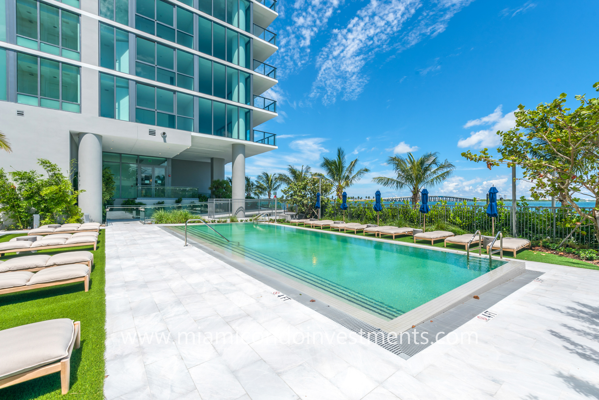infinity-edge pool at One Paraiso Miami