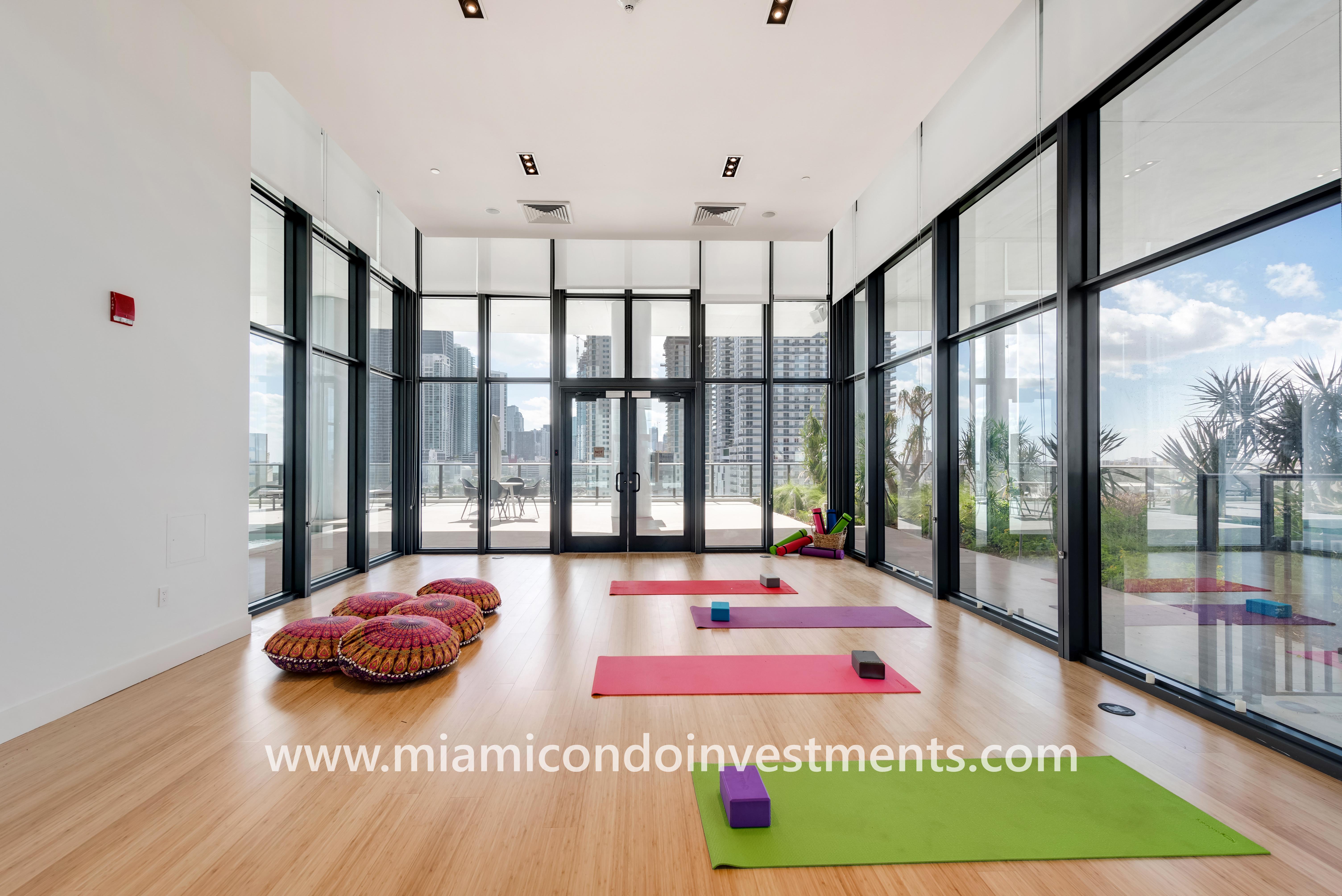 Canvas yoga room