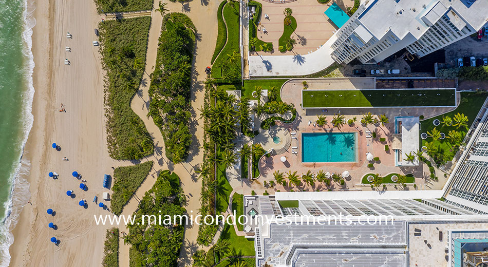aerial view of the Harbour House pool deck and beach