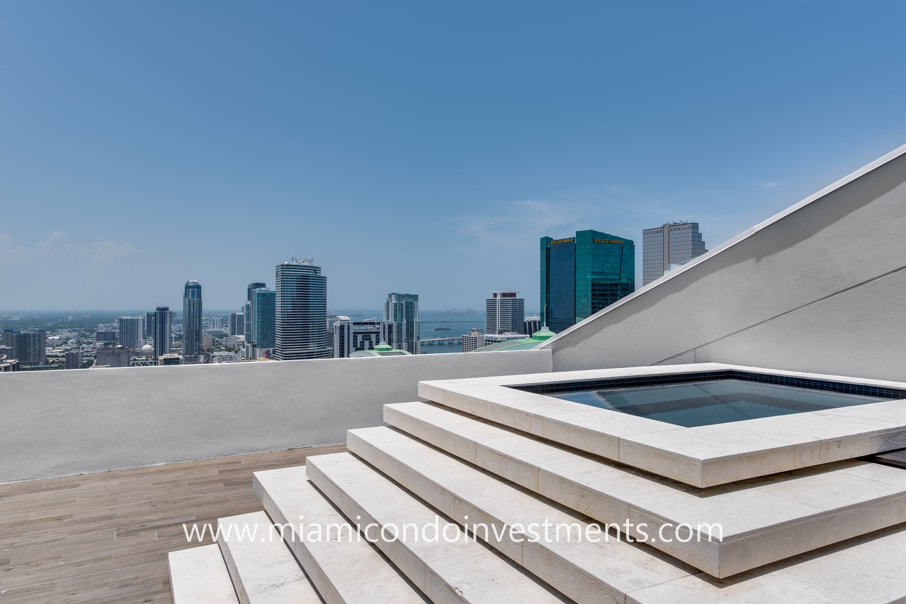 downtown miami views from rooftop Jacuzzi
