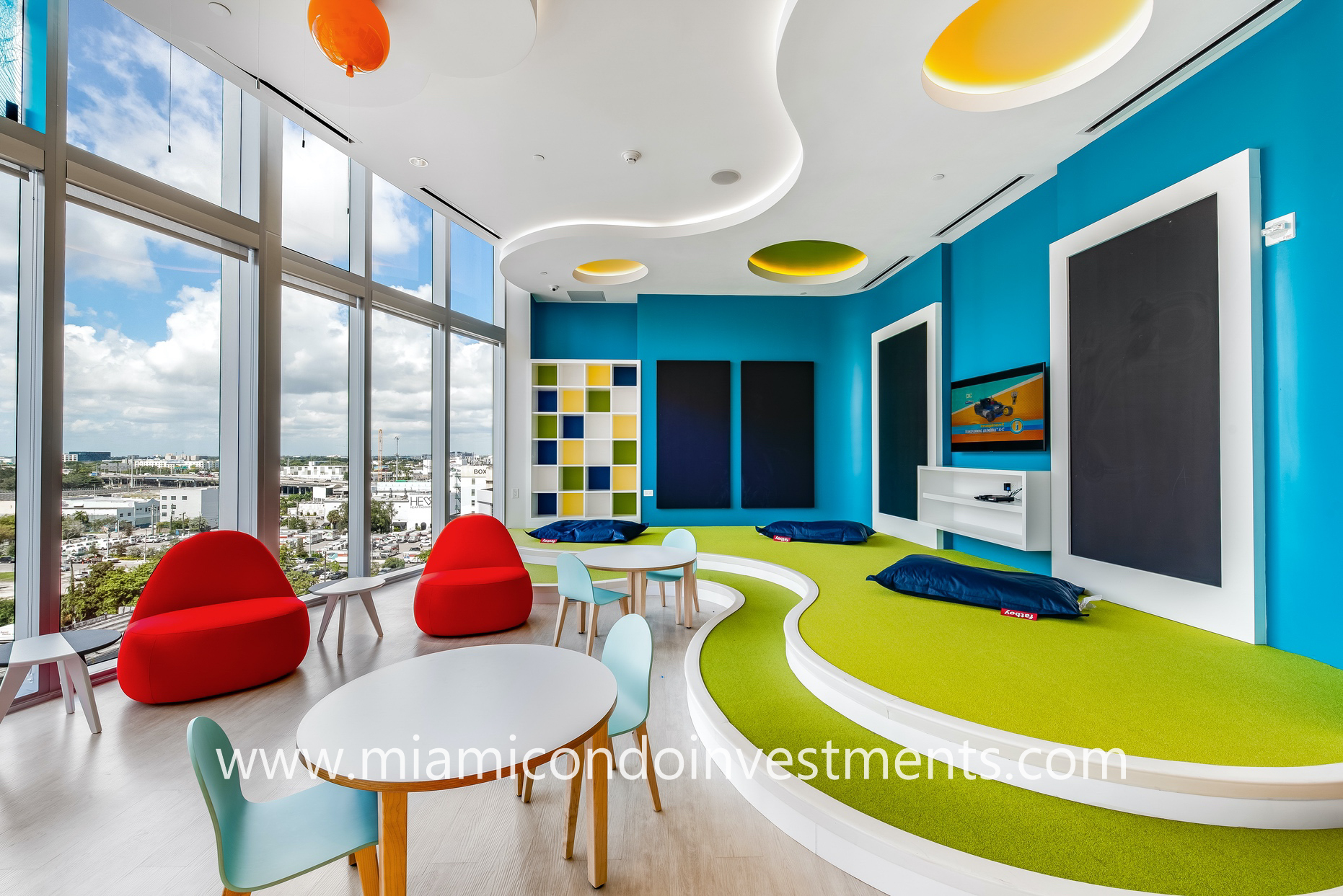Paramount Miami Worldcenter children's playroom