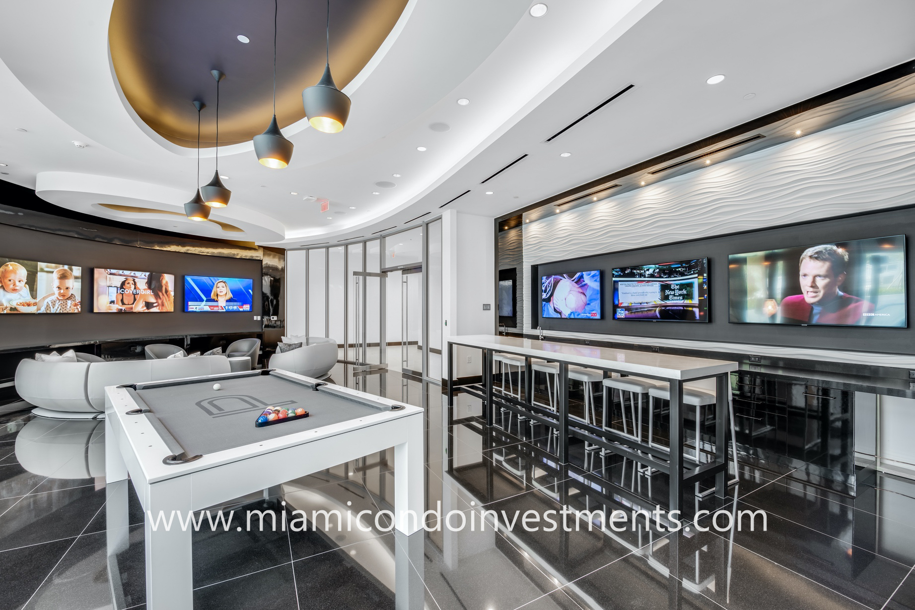 game room at Paramount Miami Worldcenter