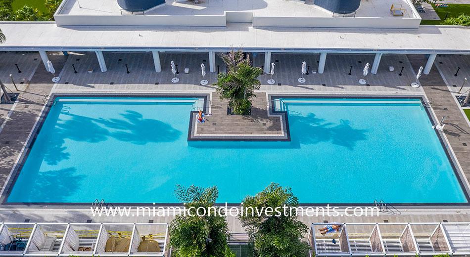 Caoba apartments pool