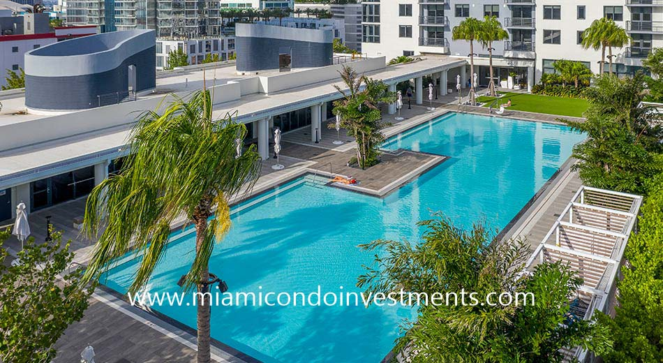 Caoba Miami Worldcenter pool deck