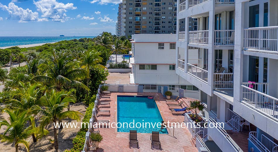 swimming pool of Marbella condominium