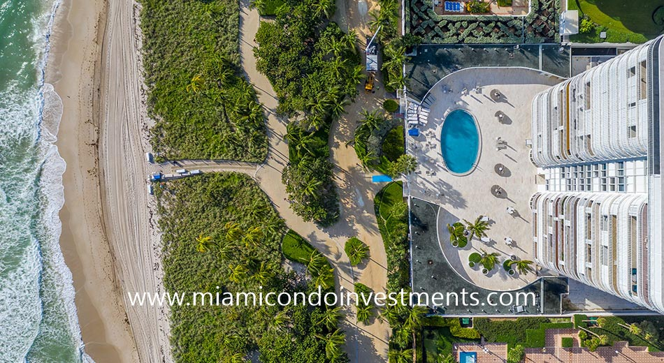 aerial view of the Bal Harbour 101 pool deck