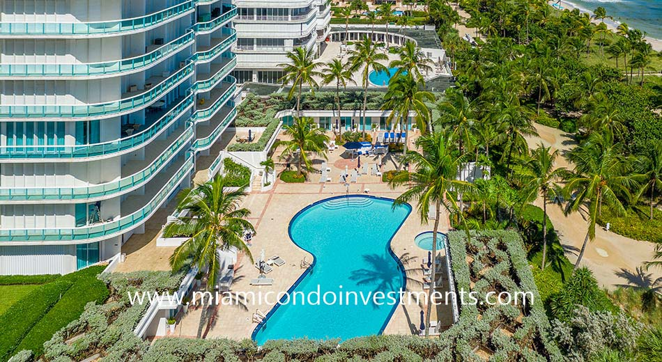 The Palace at Bal Harbour swimming pool