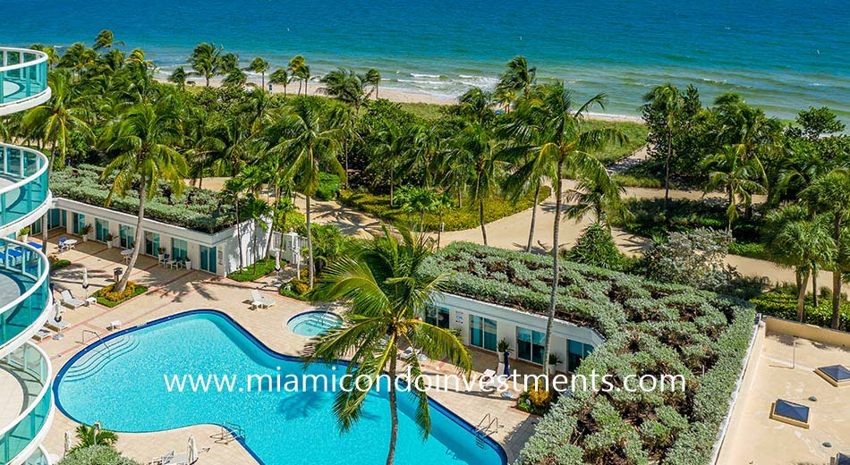 oceanfront pool at The Palace at Bal Harbour