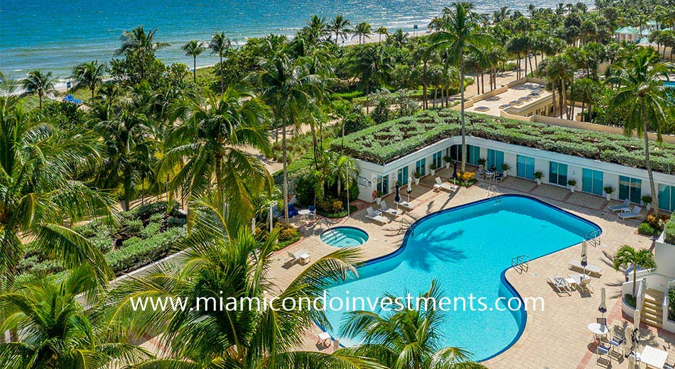 The Palace at Bal Harbour poolside cabanas