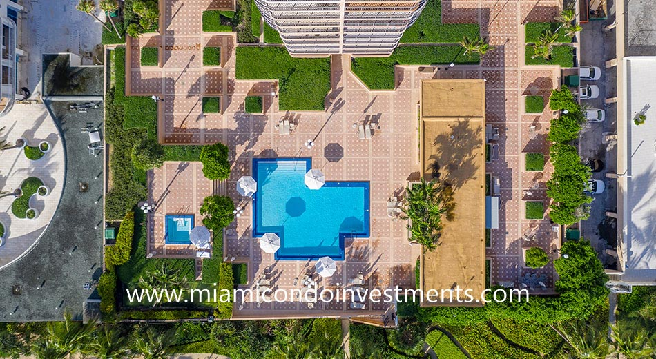 aerial view of Tiffany of Bal Harbour pool deck