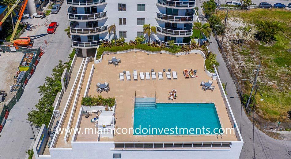 23 Biscayne Bay pool deck