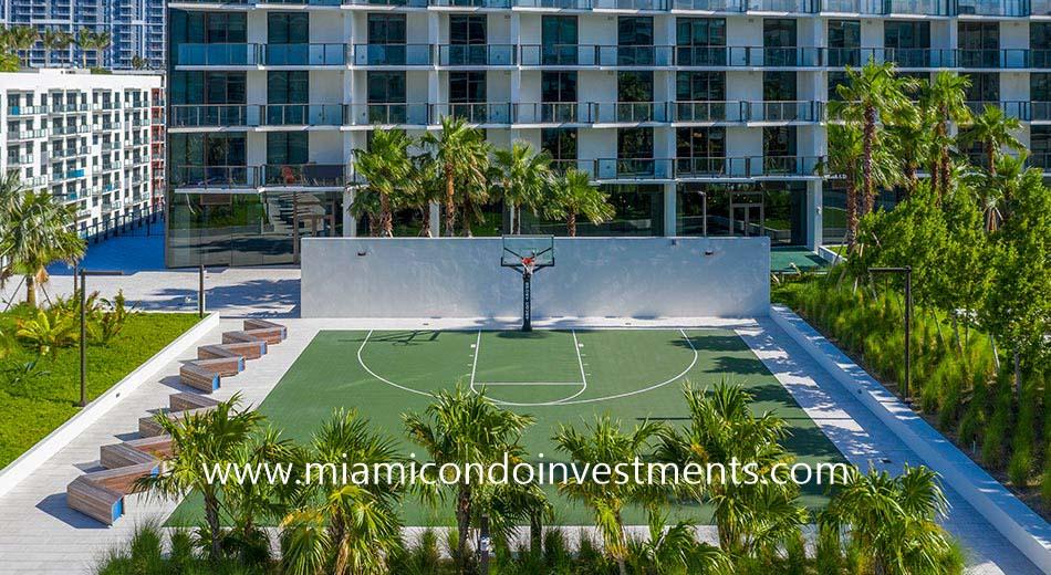 Gio Midtown outdoor basketball court