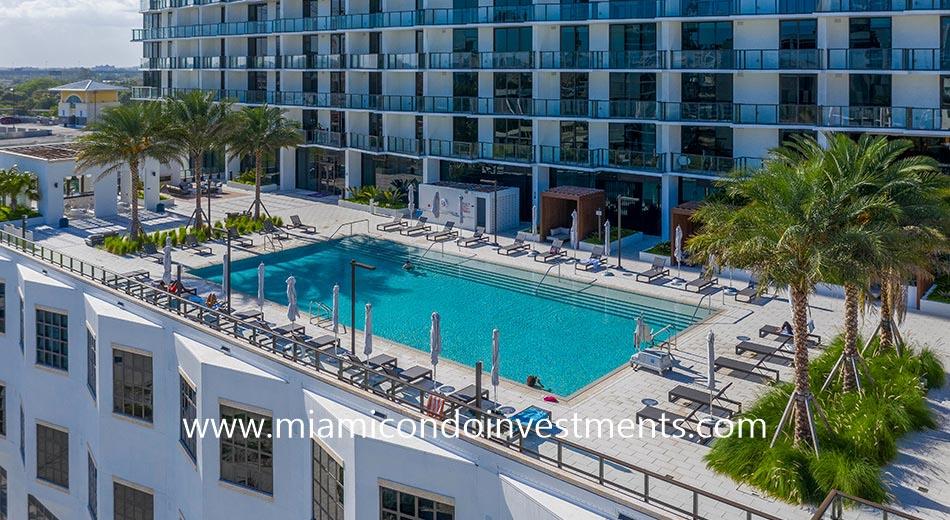 Gio Midtown pool deck