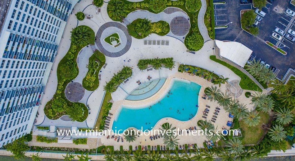 Flamingo South Beach pool deck