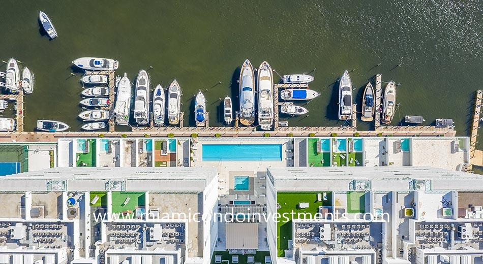 400 Sunny Isles marina with boat slips