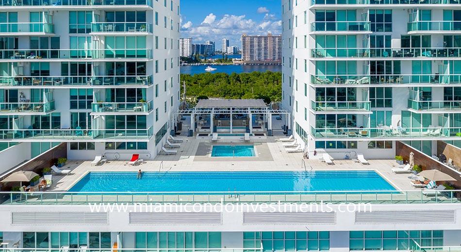 400 Sunny Isles pool and hot tub