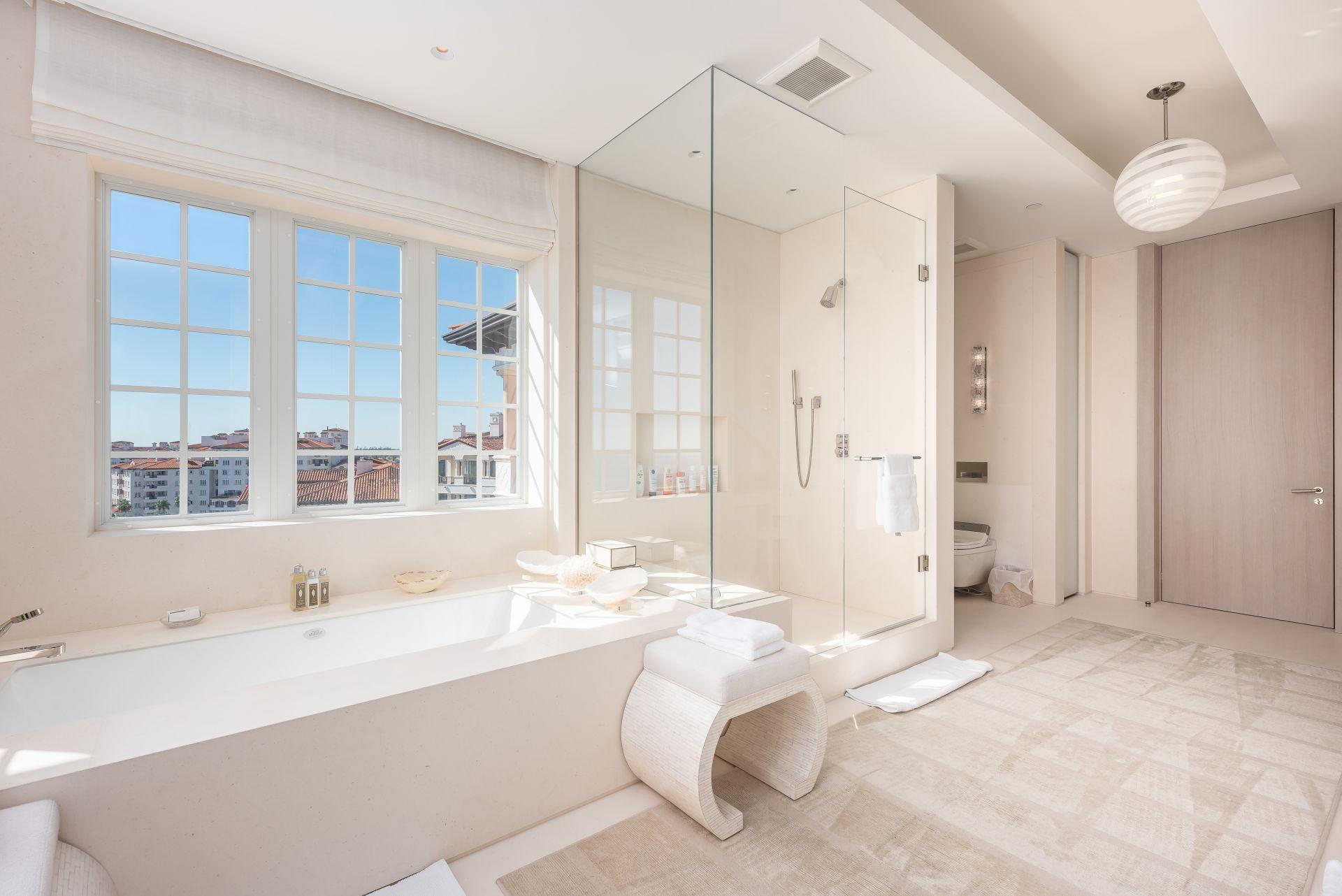 Oceanside PH7292 master bathroom