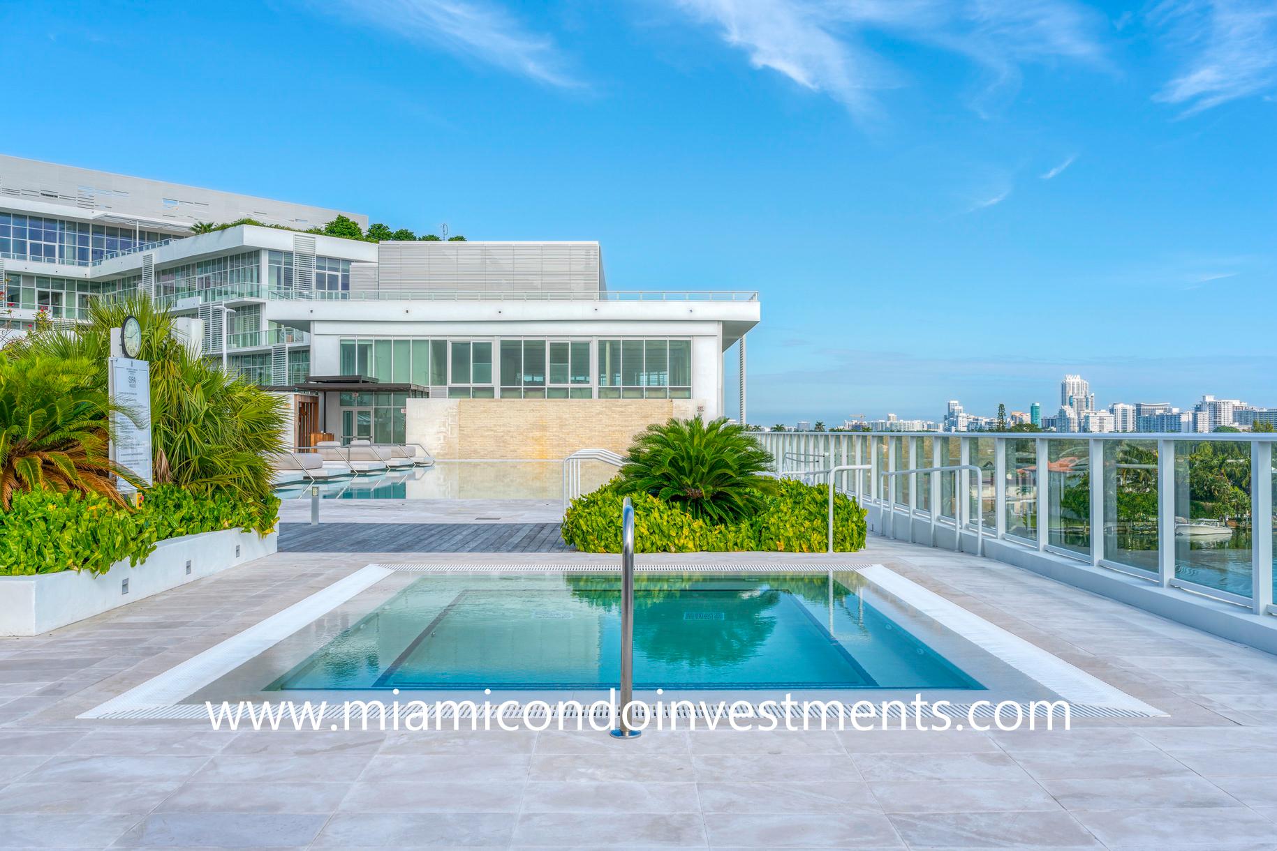 Ritz-Carlton Residences Miami Beach hot tub