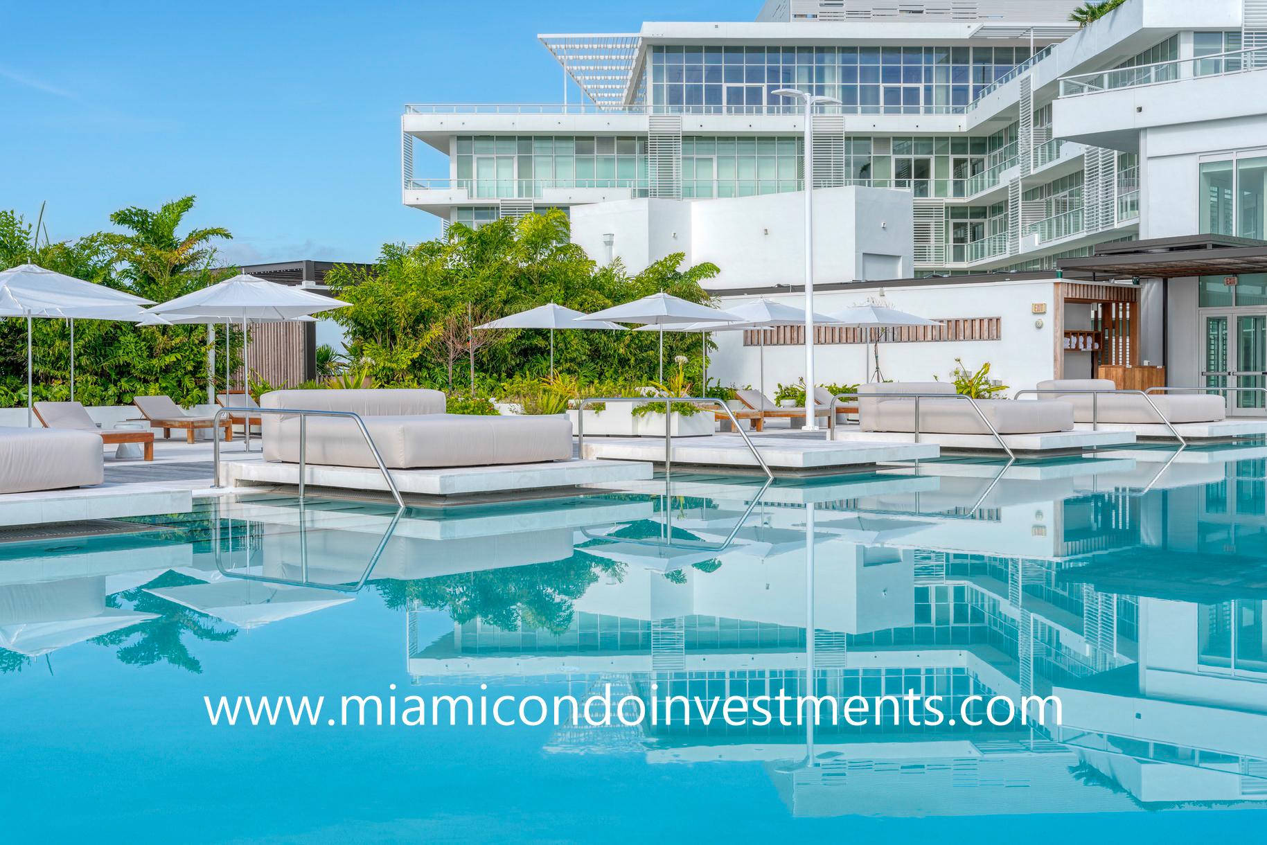 swimming pool at Ritz-Carlton Residences Miami Beach