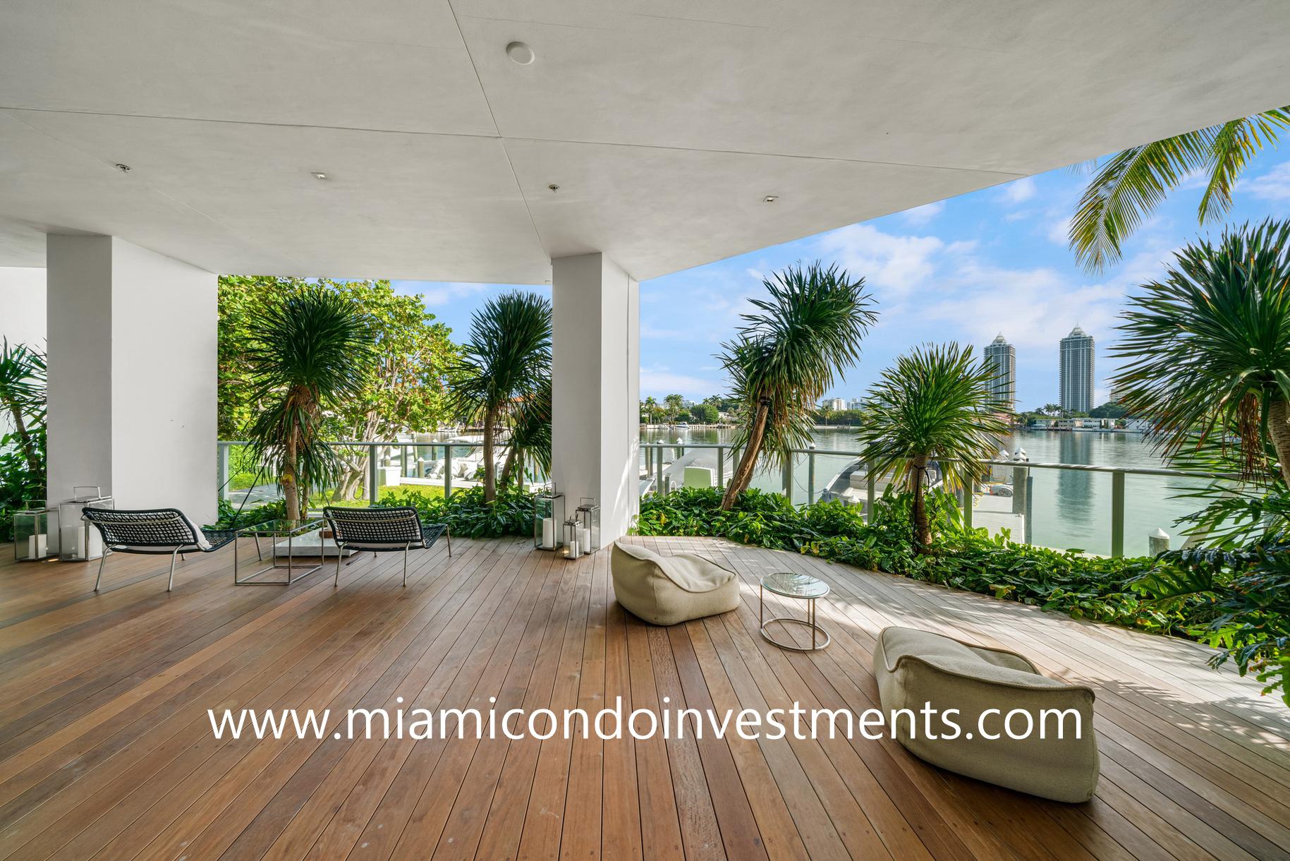 Ritz-Carlton Residences Miami Beach deck